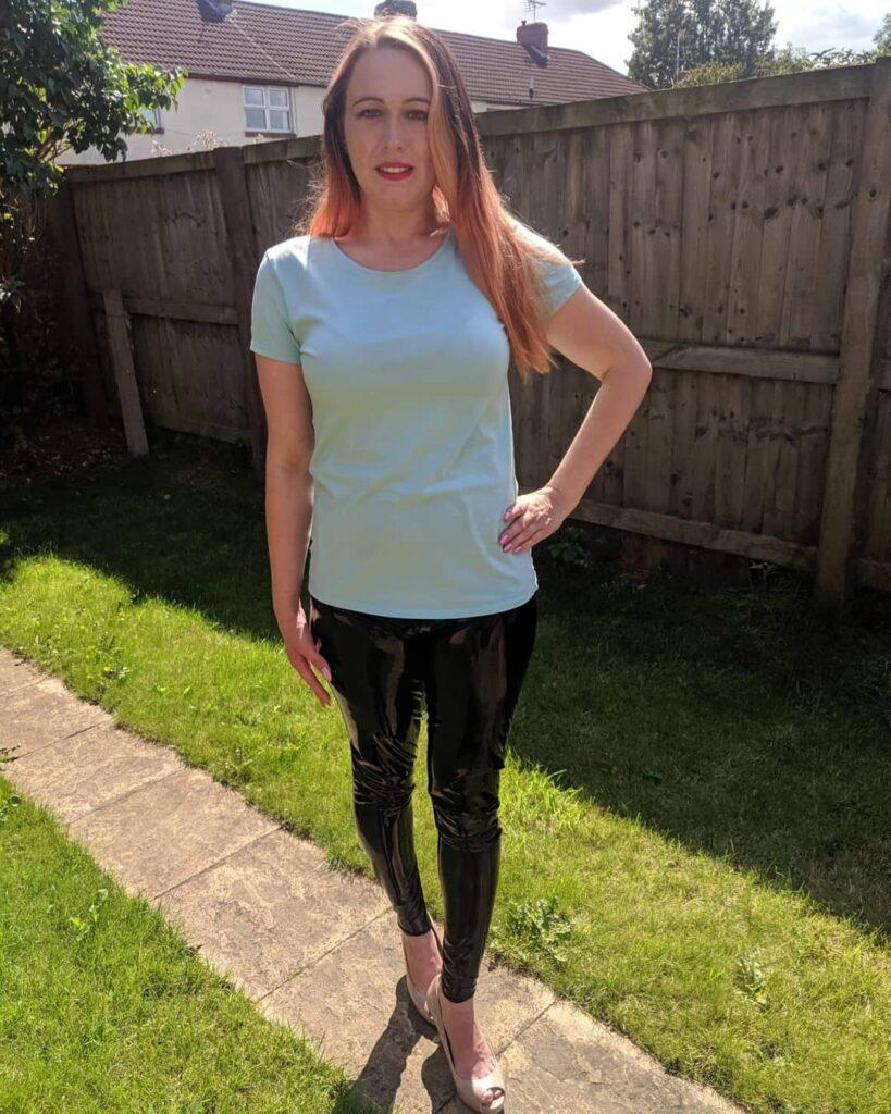 Latex Nikki wearing Black Honour Latex Leggings