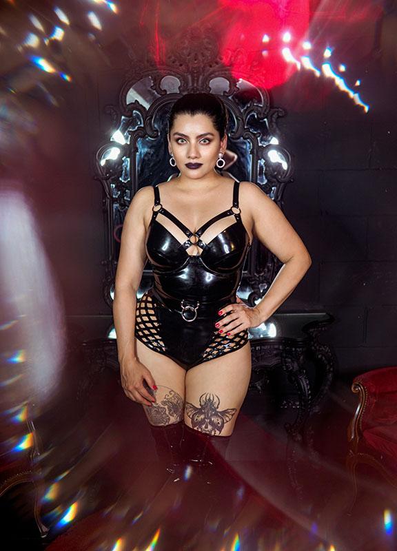 Latex Nai, wearing Pandora Deluxe Latex Fashion, photographed by Frankinsella